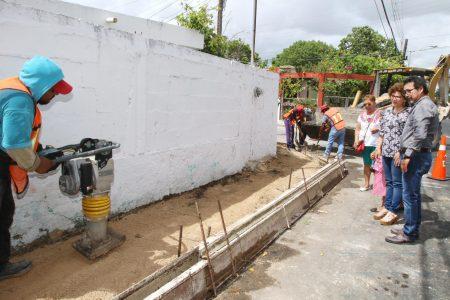 Son los beneficios del predial, dice la alcaldesa al supervisar la repavimentación de una calle