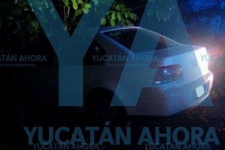 Se sale del camino y abandona su auto en la carretera Mérida-Progreso