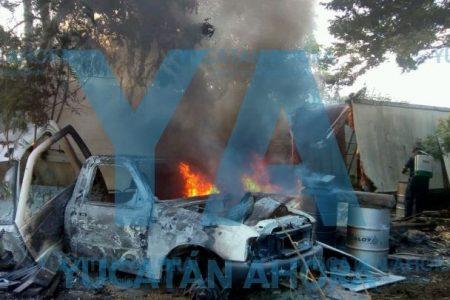 Se quema camioneta abandonada y asusta a vecinos de Plantel México