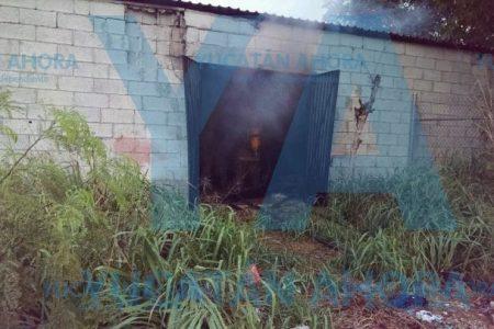 Arde bodega de material de construcción en el sur de Mérida