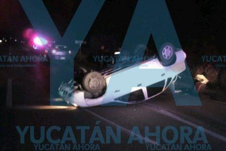 Volcadura con lesionado en la carretera Mérida.-Campeche