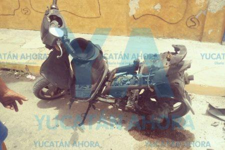 Se le quema su moto en calles del centro de Mérida