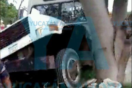La 'cajetea' despistado chofer: colisiona con camión de transporte de suciedad
