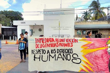 Protestan frente al Consulado de Estados Unidos por los niños migrantes