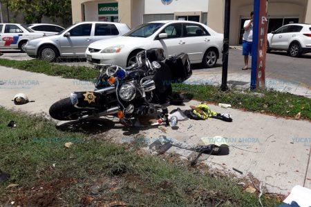 Conductora manda a 'volar' a un agente de la SSP en motocicleta