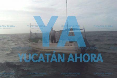 Rescatan lancha varada 10 millas mar adentro, con cuatro ocupantes