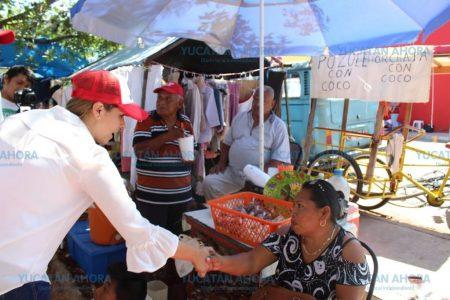 Vendedores y compradores del tianguis de Los Reyes manifiestan sus necesidades