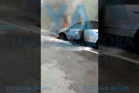 Se incendia automóvil en carretera de Yucatán