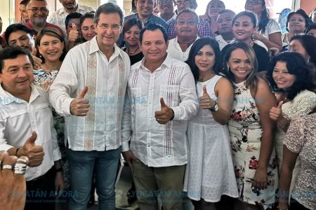 Respaldo del magisterio yucateco a Huacho Díaz Mena