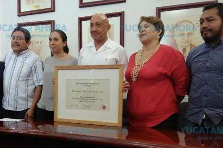Recibe Fototeca Guerra de la UADY reconocimiento de Archivo Histórico