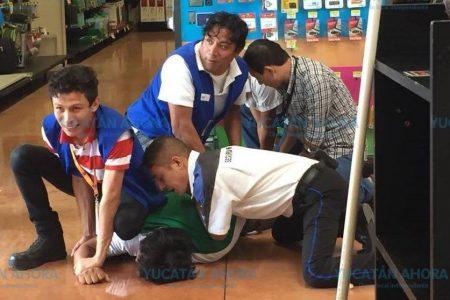 Cuatro detenidos por robo en Walmart de Ciudad Caucel