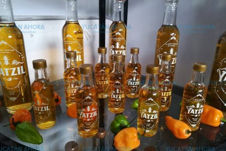 Gran aceptación del licor de chile habanero en la Semana de Yucatán en México