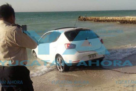 Motorizado chapuzón en Chelem puerto
