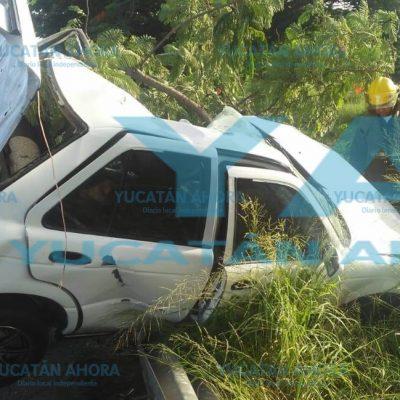 Deja dos muertos el choque entre un automóvil y un triciclo en Periférico