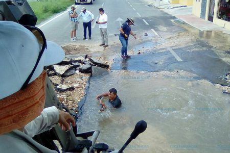 Reparan fuga de agua que afectaba 127 colonias de Mérida