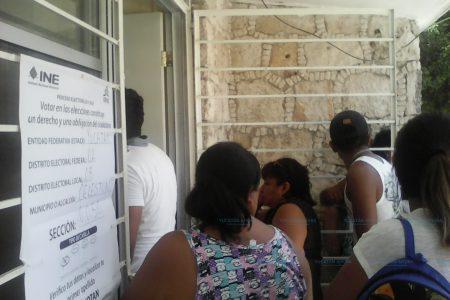 Tardía apertura de casillas y 'turismo electoral', en Celestún