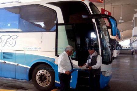 A mitad de precio el viaje por ferrocarril y autobús para maestros y estudiantes