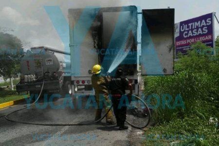 Fuego hace fiesta en un camión de eventos sociales