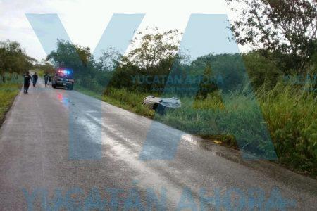 Espejismo de baches propicia volcadura en la carretera Izama-Valladolid