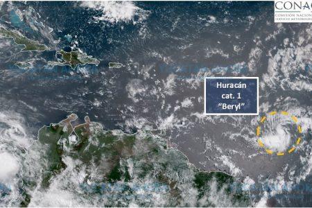 El huracán 'Beryl' se desplaza sobre el Atlántico