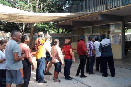 Yucatecos madrugadores para votar se topan con atrasos del INE