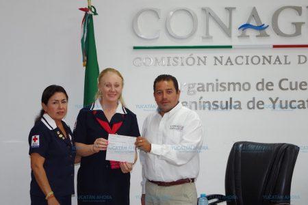 Empleados de Conagua apoyan la colecta de la Cruz Roja