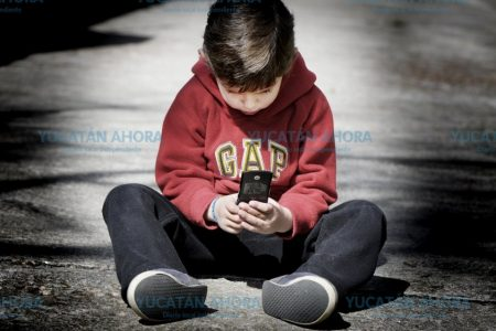 Pensaron que su hijo estaba poseído; en realidad abusaba del celular