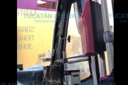 Camión con 'regadera' en Mérida; así sí pago los 13 pesos, bromean usuarios