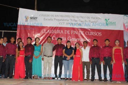 Egresa cuarta generación de preparatoria antorchista en Yaxcabá