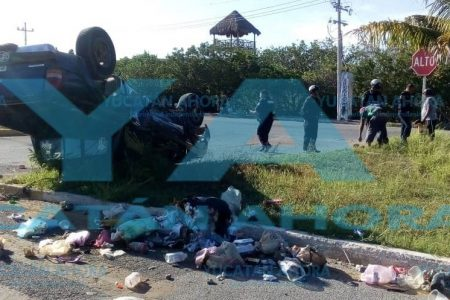 Deja un regadero de basura por no respetar una alto