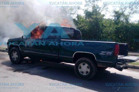 El fuego corrió tan rápido que no pudo salvar su camioneta