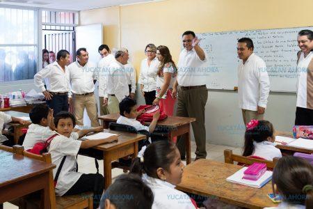Los salones de clase ya empiezan a oler a útiles escolares y uniformes nuevos