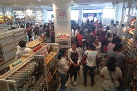 Meridanos 'revientan' tienda japonesa que vende productos de 49 pesos