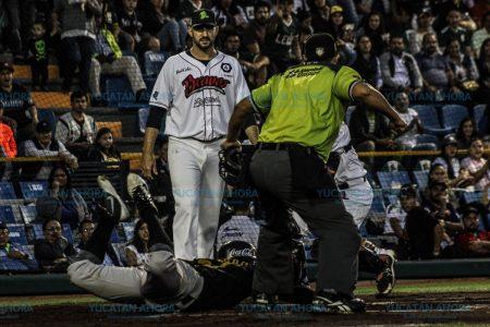 Leones ganan la serie con una paliza de 24-3 sobre Bravos de León