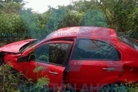 Carretera mojada propicia accidente con tres lesionadas