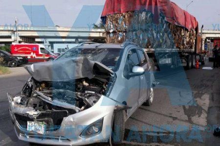 Tráiler se queda sin frenos y arrasa con varios autos en el Periférico: un muerto