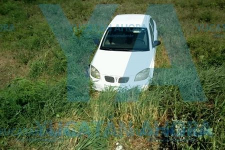 Pierde el control del volante y se sale de la carretera Mérida-Progreso