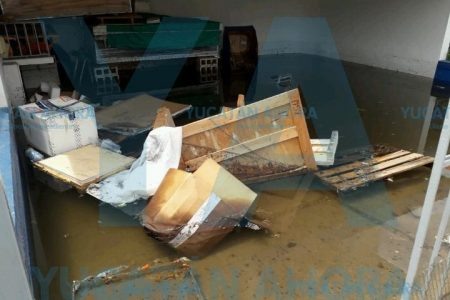 Se inunda estacionamiento subterráneo de una clínica privada