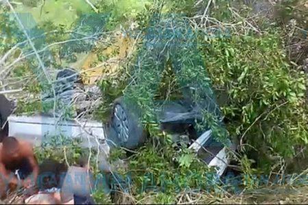 Vuelca vehículo de turistas camino a Las Coloradas: varios lesionados