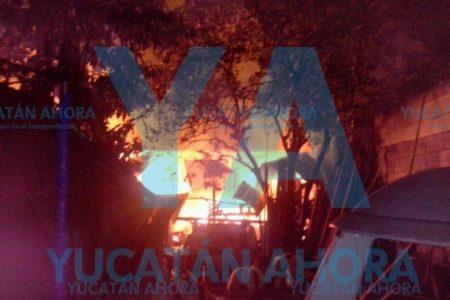 Se incendia bodega de conocido carpintero en la colonia Miraflores