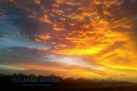 Hermoso atardecer naranja en Yucatán