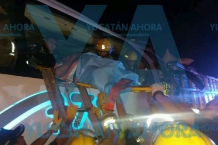 Chocan un tráiler y un autobús en la carretera Mérida-Campeche: tres muertos