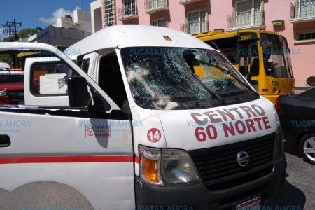 Cae una lámina sobre una combi de pasajeros frente a Paseo 60: dos lesionados