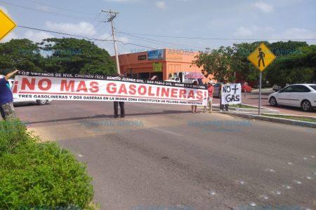 Cierran importante avenida de Mérida porque no quieren una gasolinera