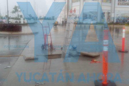 Dos lesionados en Plaza La Isla: reciben descarga eléctrica