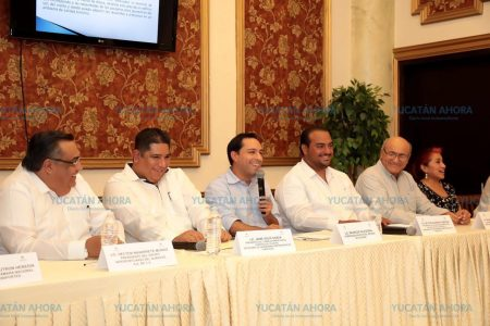 Mauricio Vila dialoga con el sector turístico de Yucatán