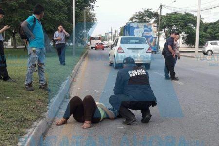 Cruza sin fijarse y la atropellan en la Avenida Internacional, frente al Iepac