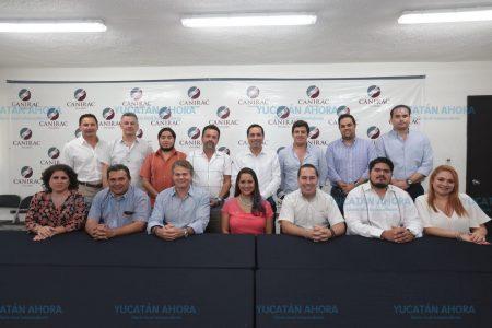 Mauricio Vila se reúne con restauranteros yucatecos
