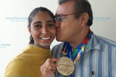 La niña que venció sus miedos vuelve de Barranquilla con dos medallas