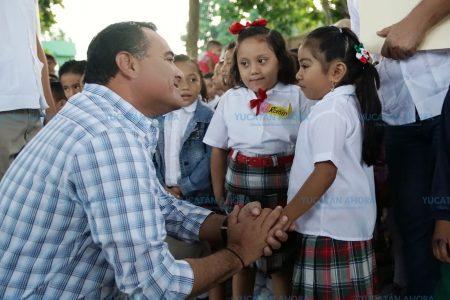 Renán Barrera anuncia programa de becas para jóvenes sin cupo en prepas públicas